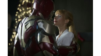 <b>Iron Man 3</b><br>Auch wenn Schmusen mit einer Blechbüchse sicherlich nicht jedermanns Geschmack ist: Pepper Potts (Gwyneth Paltrow) glaubt fest an Iron Man / Tony Stark (Robert Downey Jr.).