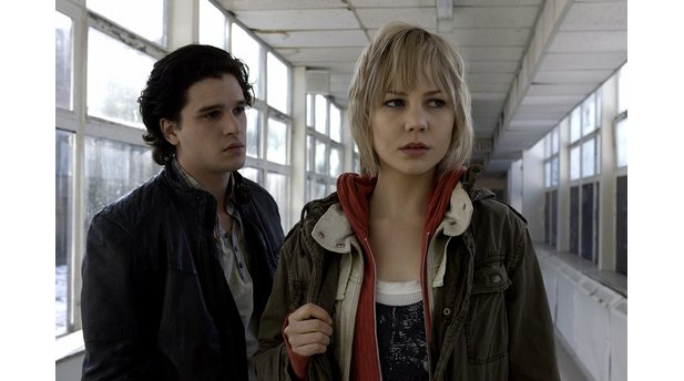 <b>Silent Hill: Revelation 3D</b><br>Heather (Adelaide Clemens) und Vincent (Kit Harington) suchen in Silent Hill nach Heathers Vater.